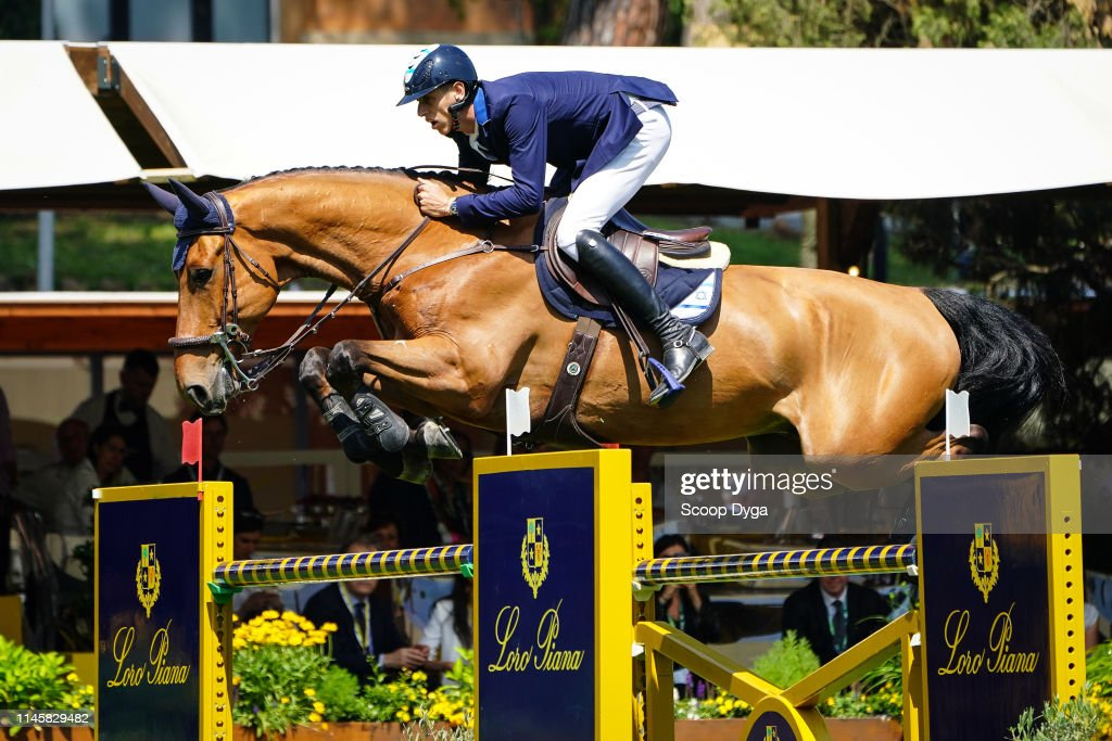 Robin MUHR riding VINO Z during the 87th CSIO Roma Nations Cup Intesa...  Fotografía de noticias - Getty Images