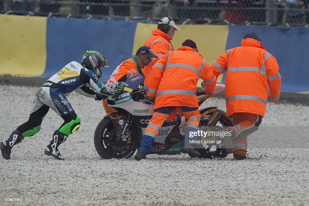 Robin Mulhauser of Switzerland and Technomag Racing Interwetten push the bike after crashed out during the qualifying session for the MotoGp of France - Qualifying at on May 16, 2015 in Le Mans, France.