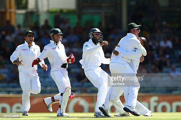 Robin Peterson of South Africa is congratulated by Graeme Smith after dismissing Matthew Wade of Australia during day four of the Third Test Match...