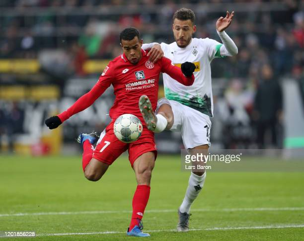 Robin Quaison of 1. FSV Mainz 05 scores his team's first goal during the Bundesliga match between Borussia Moenchengladbach and 1. FSV Mainz 05 at...