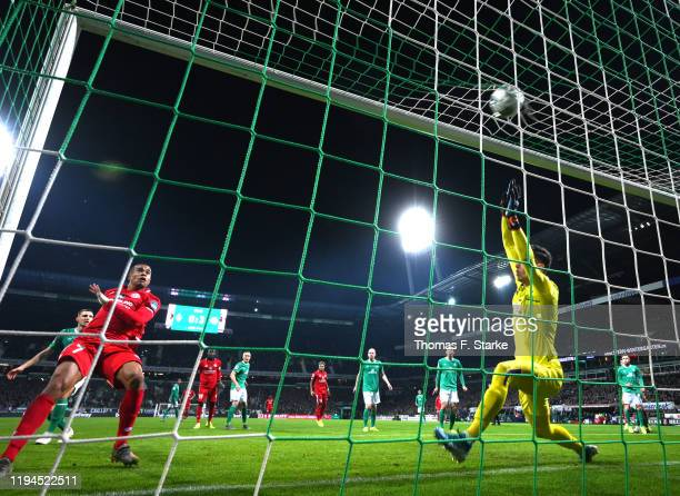 Robin Quaison of 1. FSV Mainz 05 scores his team's fourth goal past Jiri Pavlenka of SV Werder Bremen during the Bundesliga match between SV Werder...