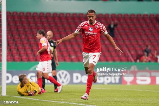 Robin Quaison of 1.FSV Mainz 05 celebrates after scoring his team's fourth goal during the DFB Cup first round match between TSV Havelse and 1. FSV...