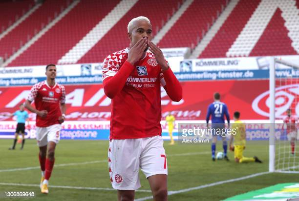 Robin Quaison of 1.FSV Mainz 05 celebrates after scoring their team's first goal during the Bundesliga match between 1. FSV Mainz 05 and Sport-Club...