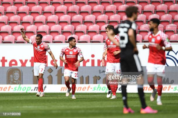 Robin Quaison of 1.FSV Mainz 05 celebrates after scoring their team's second goal during the Bundesliga match between 1. FSV Mainz 05 and FC Bayern...