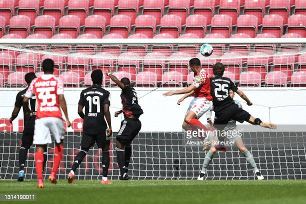 Robin Quaison of 1.FSV Mainz 05 scores their team's second goal during the Bundesliga match between 1. FSV Mainz 05 and FC Bayern Muenchen at Opel...