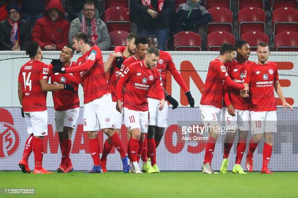 Robin Quaison of FSV Mainz celebrates as he scores his team's second goal with team mates during the Bundesliga match between 1. FSV Mainz 05 and 1....