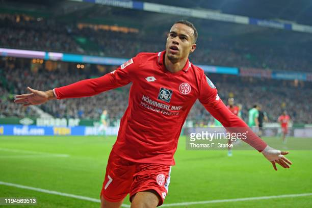 Robin Quaison of Mainz celebrates his teams third goal during the Bundesliga match between SV Werder Bremen and 1. FSV Mainz 05 at Wohninvest...
