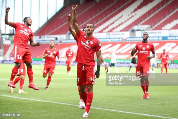 Robin Quaison of Mainz celebrates scoring his team's first goal during the Bundesliga match between 1. FSV Mainz 05 and SV Werder Bremen at Opel...