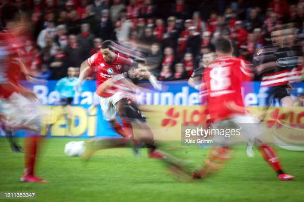Robin Quaison of Mainz is challenged by Kevin Stoeger of Duesseldorf during the Bundesliga match between 1. FSV Mainz 05 and Fortuna Duesseldorf at...