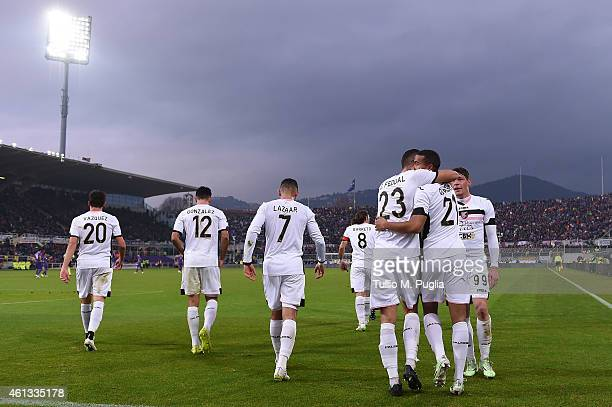 Robin Quaison of Palermo celebrates with team mates after scoring the equalizing goal during the Serire A match between ACF Fiorentina and US Citta...