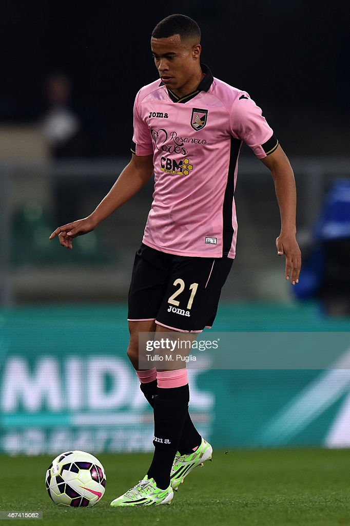 Robin Quaison of Palermo in action during the Serie A match between AC Chievo Verona and US Citta di Palermo at Stadio Marc'Antonio Bentegodi on March 21, 2015 in Verona, Italy.