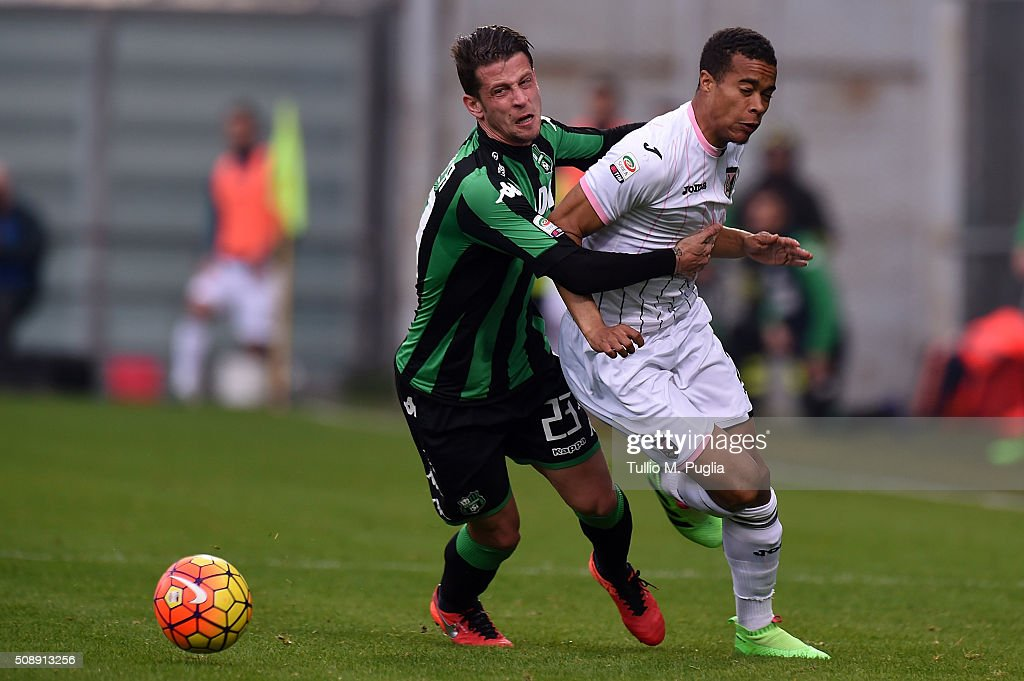 Robin Quaison (R) of Palermo is challenged by Marcello Gazzola of Sassuolo during the Serie A match between US Sassuolo Calcio and US Citta di Palermo at Mapei Stadium - Città del Tricolore on February 7, 2016 in Reggio nell'Emilia, Italy.