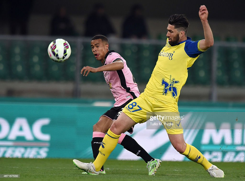 Robin Quaison (L) of Palermo kicks the ball as Ervin Zukanovic of Chievo tackles during the Serie A match between AC Chievo Verona and US Citta di Palermo at Stadio Marc'Antonio Bentegodi on March 21, 2015 in Verona, Italy.