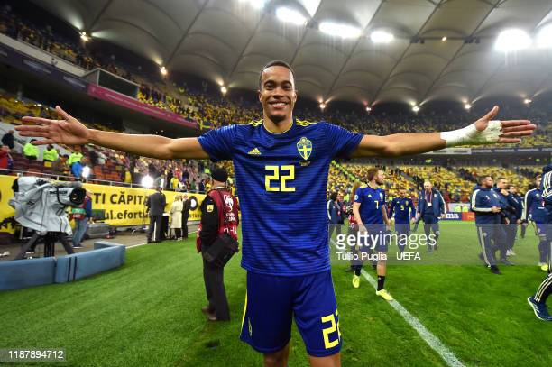 Robin Quaison of Sweden celebrates after winning the UEFA Euro 2020 Qualifier between Romania and Sweden at Arena Nationala on November 15, 2019 in...