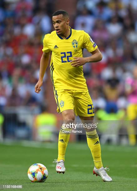 Robin Quaison of Sweden runs with the ball during the UEFA Euro 2020 qualifier match between Spain and Sweden at Bernabeu on June 10, 2019 in Madrid,...