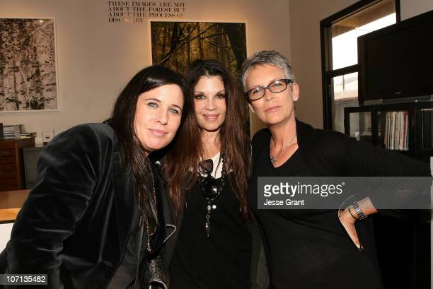 Robin Ruzan Loree Rodkin and Jamie Lee Curtis attend Alexandra Hedison's ITHAKA opening at Month Of Photography LA at Frank Pictures Gallery on April...