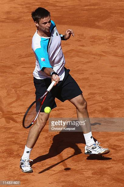 Robin Soederling of Sweden plays a forehand during the match between Maximo Gonzalez of Argentina and Robin Soederling of Sweden in the red group...