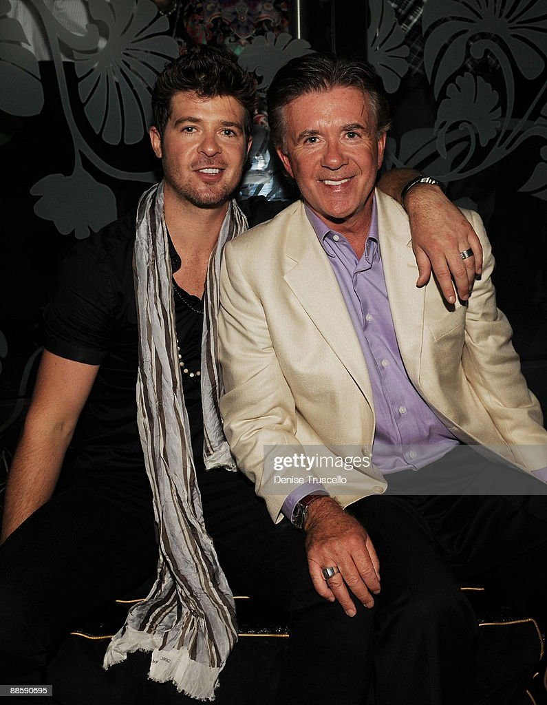 Robin Thicke (L) and Alan Thicke attend The Bank nightclub at Bellagio Las Vegas on June 19, 2009 in Las Vegas, Nevada.