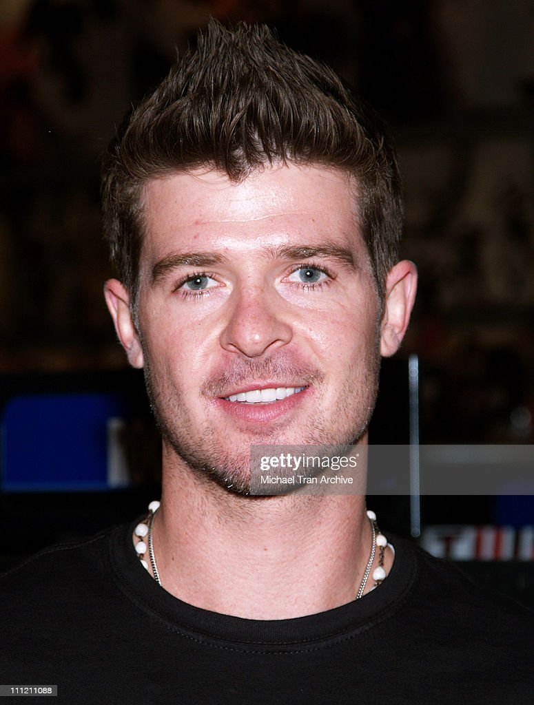 Robin Thicke In-store Performance at Virgin Megastore - October 20, 2006