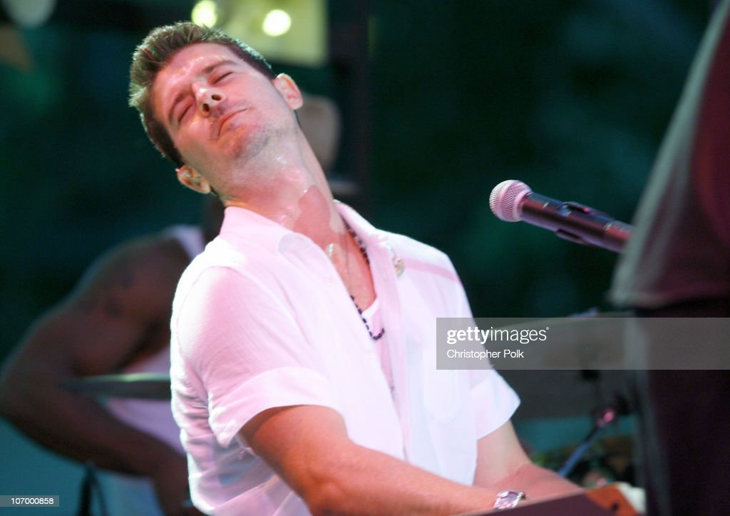 Robin Thicke During The Cw Presents Summer At The Grove With Tyler Hilton And