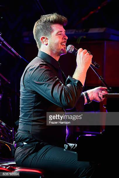 Robin Thicke performs onstage during the Unbridled Eve Gala during the 142nd Kentucky Derby on May 6 2016 in Louisville Kentucky