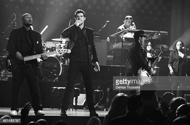 Robin Thicke performs with bassist Greg Malone guitarist Andrew McKay and keyboardist Larry Cox at The Pearl in The Palms Casino Resort on May 1 2009...
