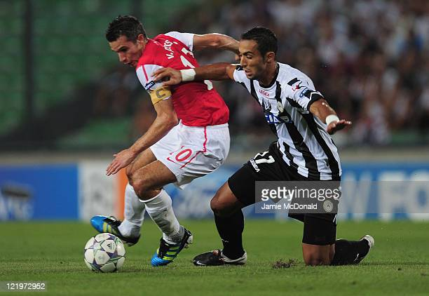 d3906fe0c Robin van Persie of Arsenal battles with Medhi Benatia of Udinese during  the UEFA Champions League. Udinese Calcio v ...