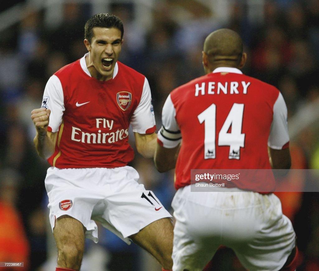 Reading v Arsenal : News Photo