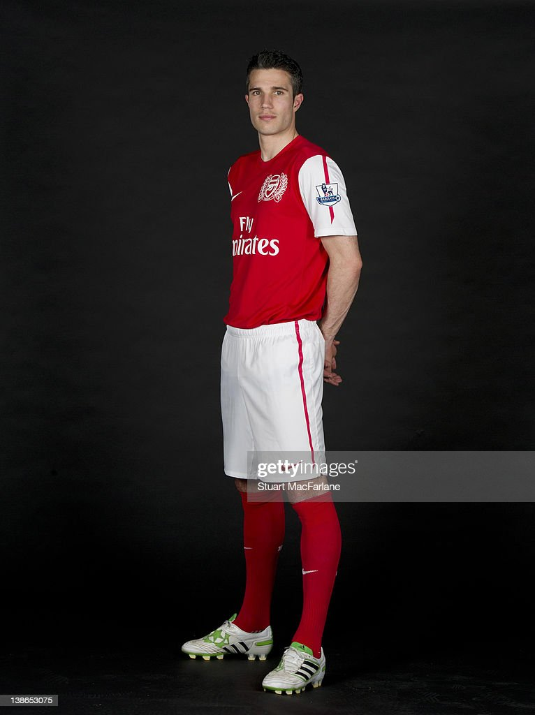 size 40 9e4c0 217fd Robin van Persie of Arsenal FC poses in the Arsenal home kit ...