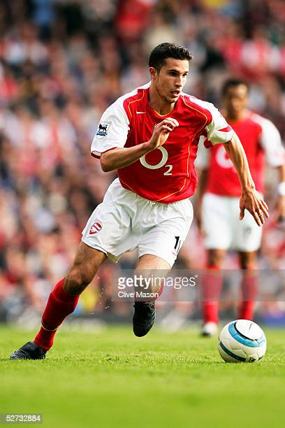 Robin van Persie of Arsenal in action during the Barclays Premiership match between Arsenal and Norwich City at Highbury on April 2 2005 in London...