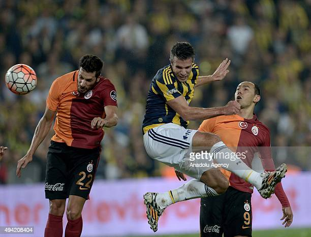 Robin Van Persie of Fenerbahce in action against Hakan Balta and Umut Bulut of Galatasaray during the Turkish Spor Toto Super League football match...