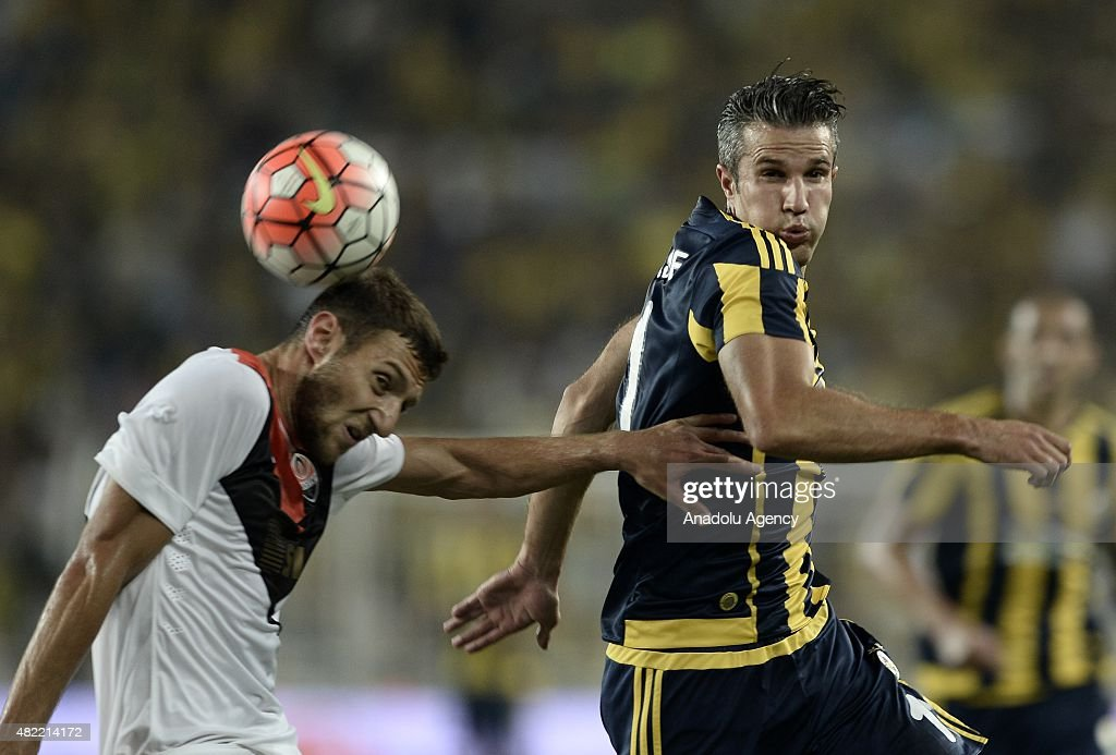 Robin van Persie (R) of Fenerbahce vies with Ivan Ordets (L) of Shakhtar Donetsk during UEFA Champions League Third Qualifying Round 1st Leg match between Fenerbahce and Shakhtar Donetsk at Sukru Saracoglu Stadium on July 28, 2015 in Istanbul, Turkey.