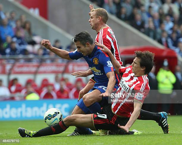 Robin van Persie of Manchester United in action with Lee Cattermole and Santiago Vergini of Sunderland during the Barclays Premier League match...