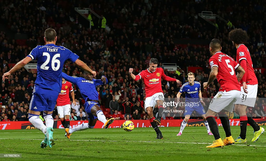 Robin van Persie of Manchester United scores the equalising goal during the Barclays Premier League match between Manchester United and Chelsea at Old Trafford on October 26, 2014 in Manchester, England.