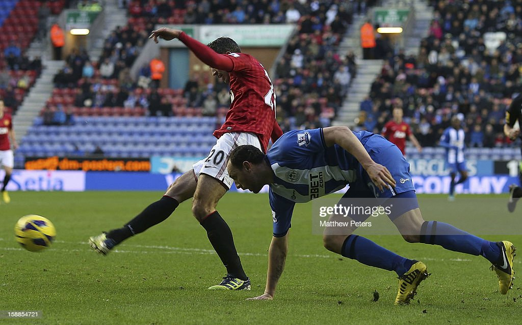 Robin van Persie of Manchester United scores their second goal during the Barclays Premier League match between Wigan Athletic and Manchester United at DW Stadium on January 1, 2013 in Wigan, England.