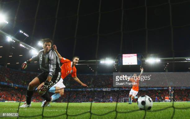 Robin van Persie of Netherlands scores his team's second goal during the UEFA EURO 2008 Group C match between Netherlands and France at Stade de...