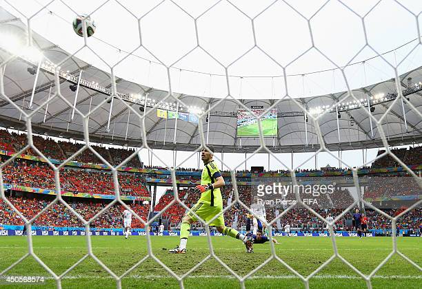 Robin van Persie of the Netherlands scores a goal during the 2014 FIFA World Cup Brazil Group B match between Spain and Netherlands at Arena Fonte...