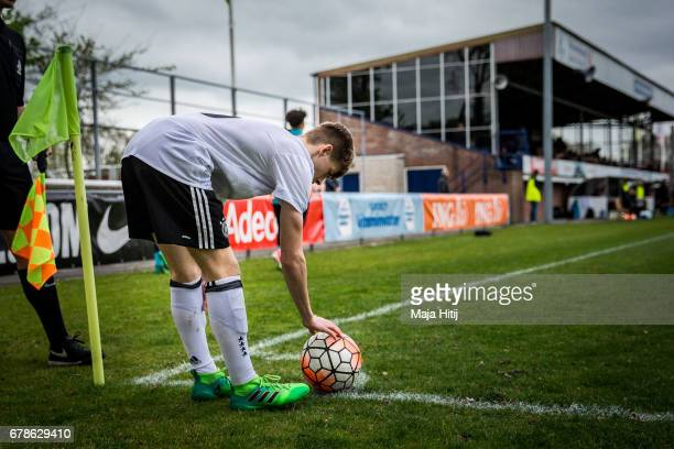 Robin Velasco of Germany prepares the ball during the U15 Netherlands v U15 Germany International Friendly Match on May 4 2017 in Wezep Netherlands