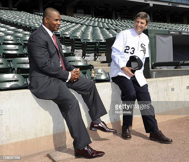 Robin Ventura talks with Chicago White Sox General Manager Ken Williams on the field following the press conference introducing Ventura as the club's...