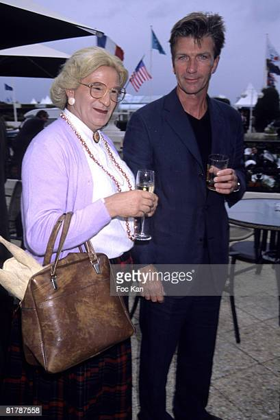 Robin Williams as Mrs Doubtfire Double and Philippe Caroit