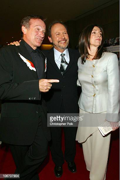 Robin Williams Billy Crystal and Janice Crystal during Simon Wiesenthal Center Museum of tolerance 2003 Tribute Dinner honoring Billy and Janise...