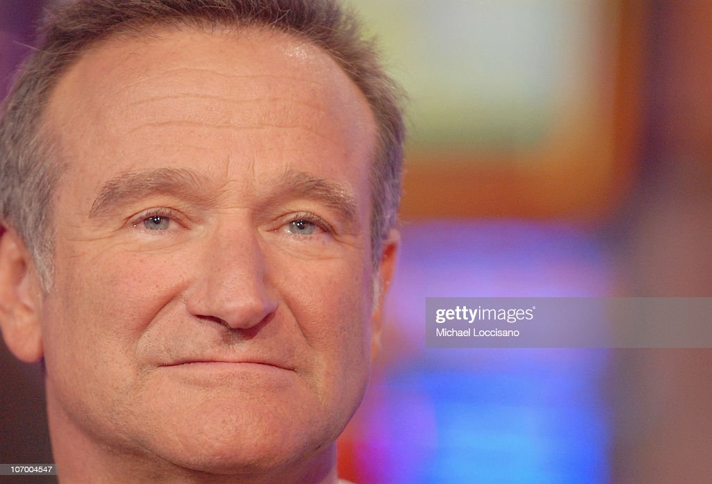 Robin Williams during Robin Williams, Elijah Wood, Snoop Dogg and Panic! At The Disco Visit MTV's 'TRL' - November 14, 2006 at MTV Studios - Times Square in New York City, New York, United States.