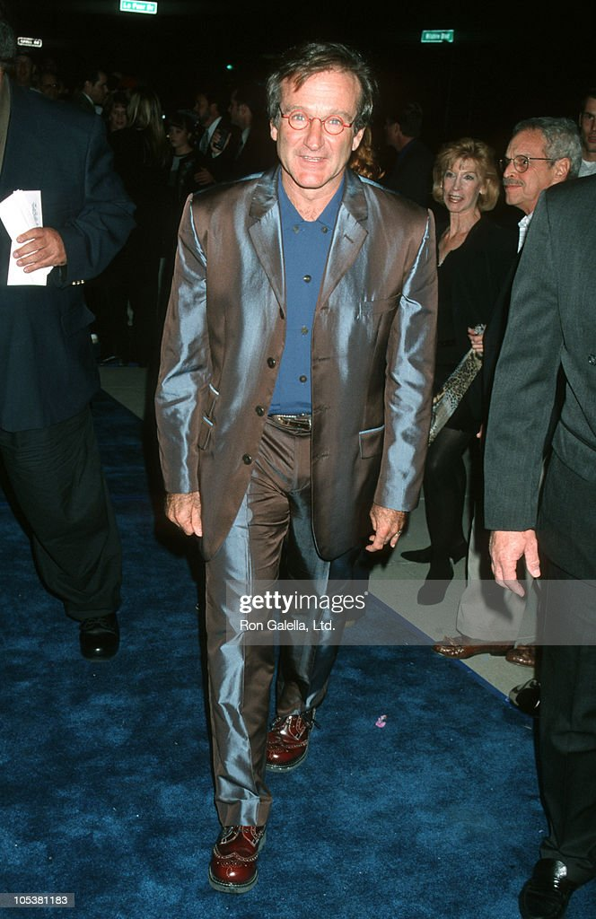Robin Williams during 'What Dreams May Come' Los Angeles Premiere in Beverly Hills, California, United States.