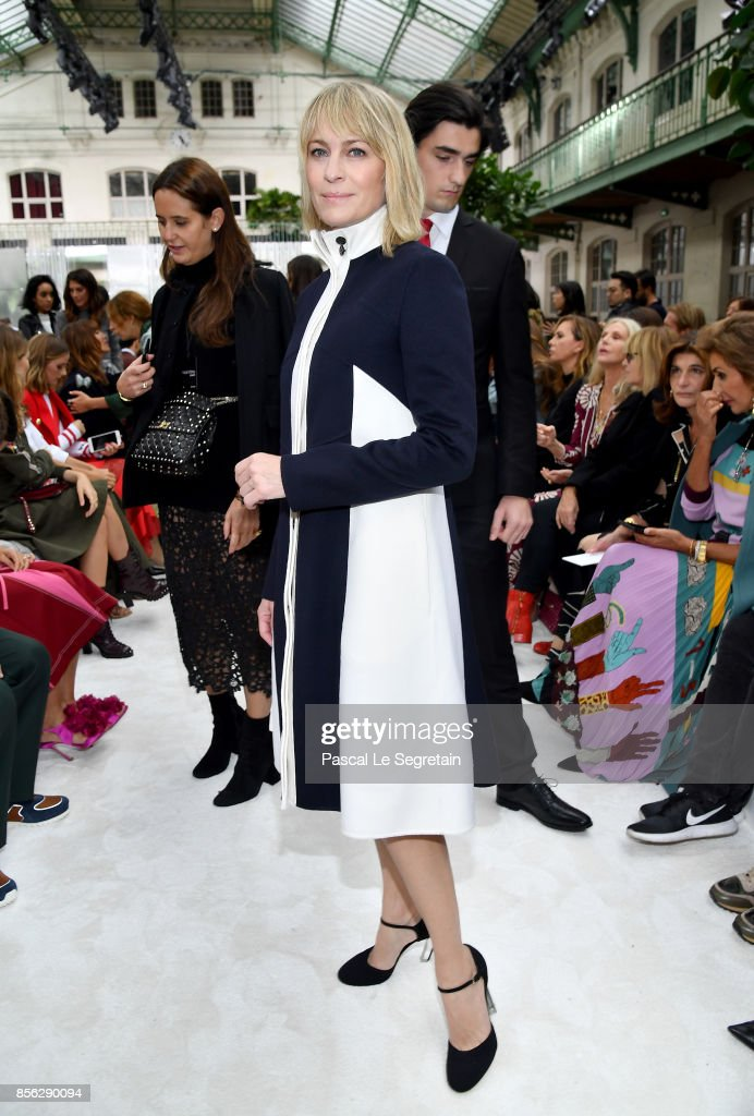 Robin Wright attends the Valentino show as part of the Paris Fashion Week Womenswear Spring/Summer 2018 on October 1, 2017 in Paris, France.