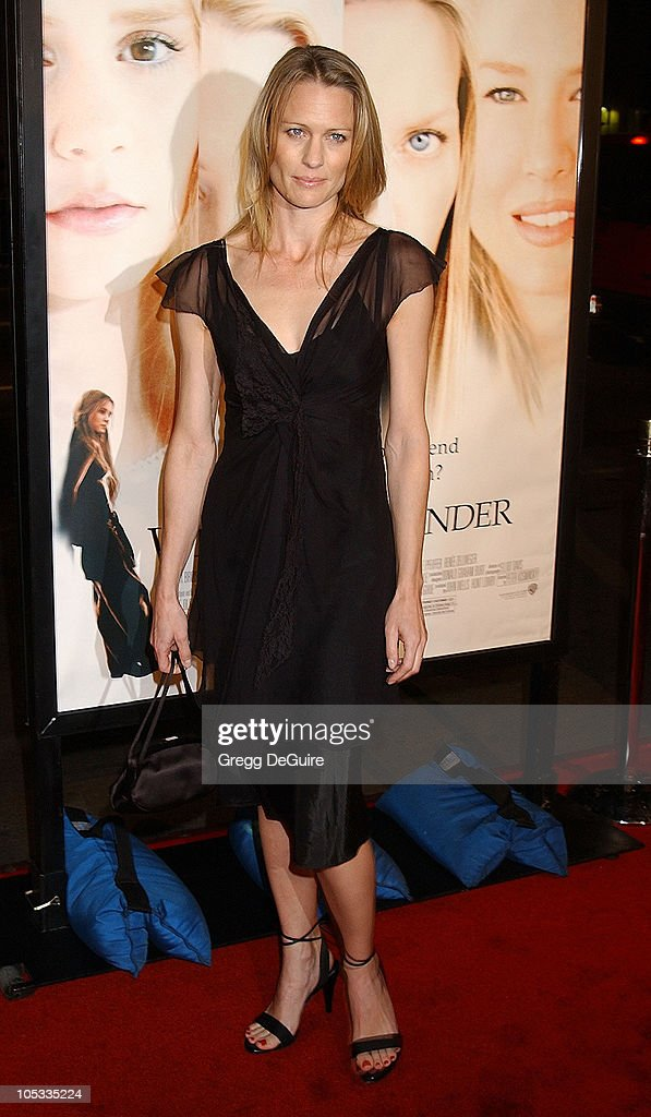 Robin Wright Penn during 'White Oleander' Premiere - Los Angeles at Grauman's Chinese Theatre in Hollywood, California, United States.