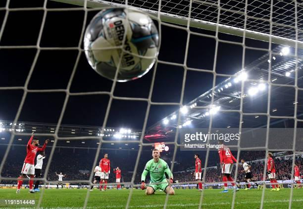 Robin Zentner of 1. FSV Mainz 05 reacts as Martin Hinteregger of Eintracht Frankfurt scores his team's first goal during the Bundesliga match between...