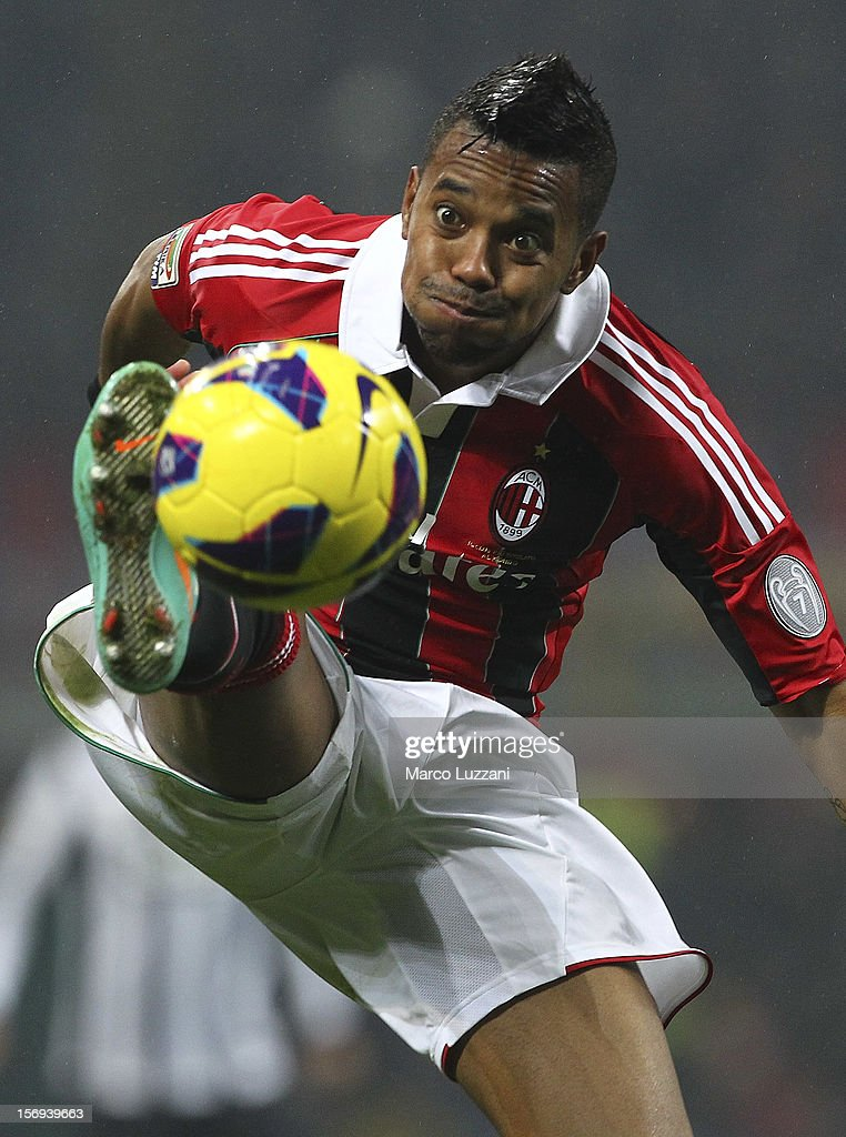 Robinho of AC Milan controls the ball during the Serie A match between AC Milan and Juventus FC at San Siro Stadium on November 25, 2012 in Milan, Italy.