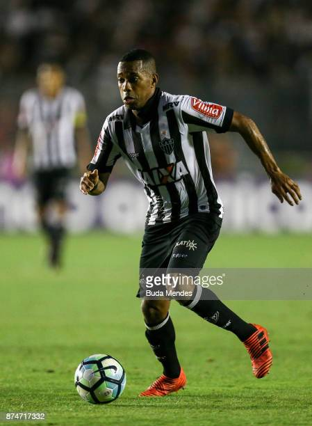 Robinho of Atletico MG controls the ball during a match between Vasco da Gama and Atletico MG as part of Brasileirao Series A 2017 at Sao Januario...