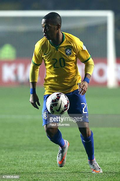 Robinho of Brazil drives the ball during the 2015 Copa America Chile quarter final match between Brazil and Paraguay at Ester Roa Rebolledo Stadium...