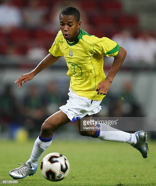 Robinho of Brazil plays the ball during the match between Japan and Brazil for the Confederations Cup 2005 at the RheinEnergie Stadium on June 22...